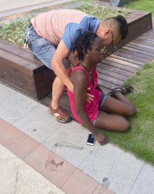 浙江热出新高度-连黑人姑娘也中暑晕倒