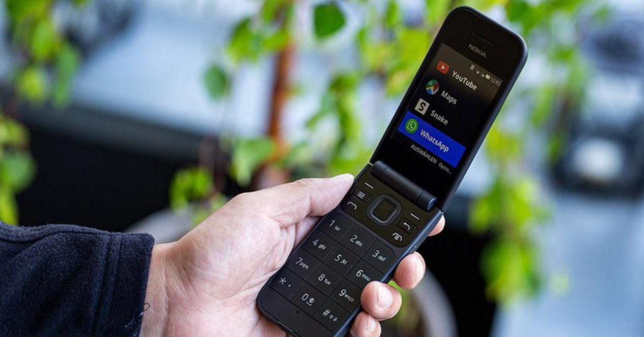 """诺基亚""""复活""""了一款翻盖手机开卖:支持4G,可待机27天"""